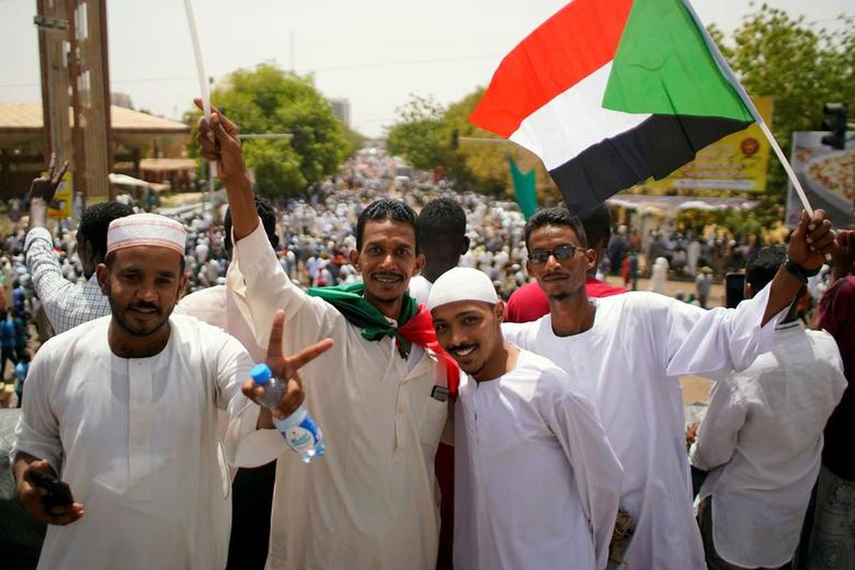 """Tong thong Bashir bi """"lat do"""", vi sao dan Sudan van bieu tinh?-Hinh-10"""
