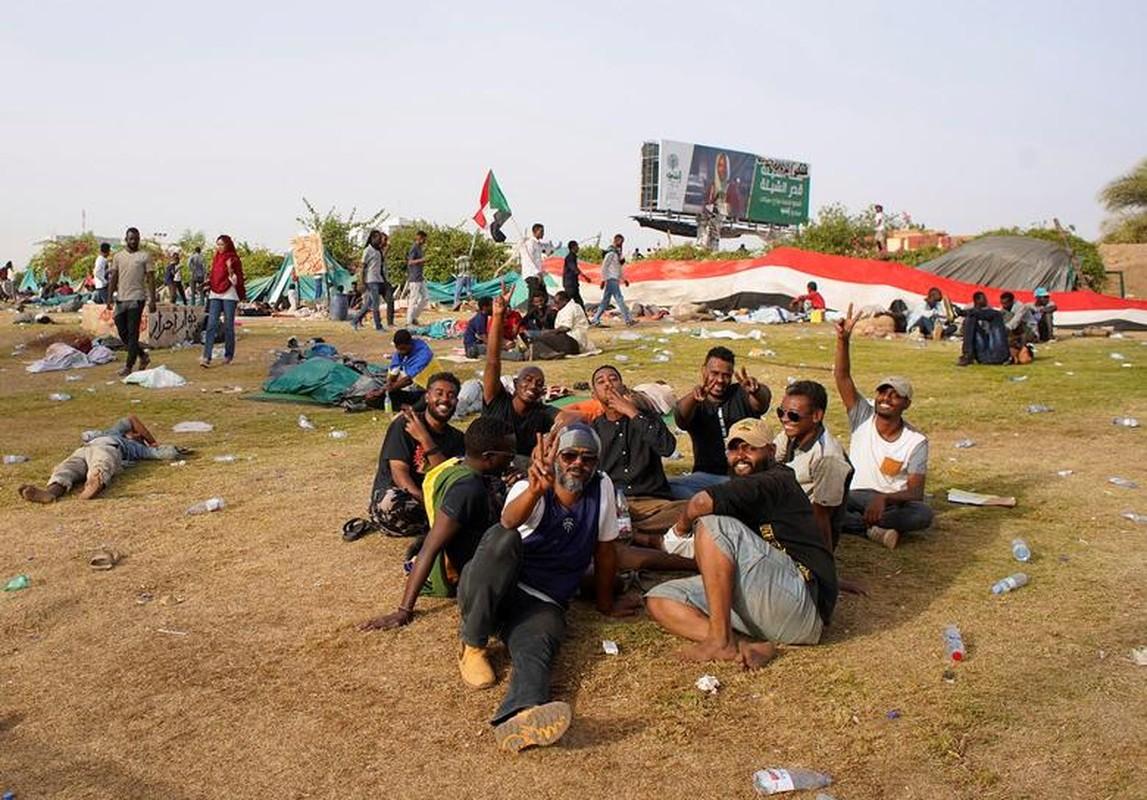 """Tong thong Bashir bi """"lat do"""", vi sao dan Sudan van bieu tinh?-Hinh-12"""