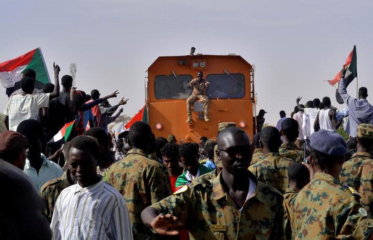"""Tong thong Bashir bi """"lat do"""", vi sao dan Sudan van bieu tinh?-Hinh-2"""