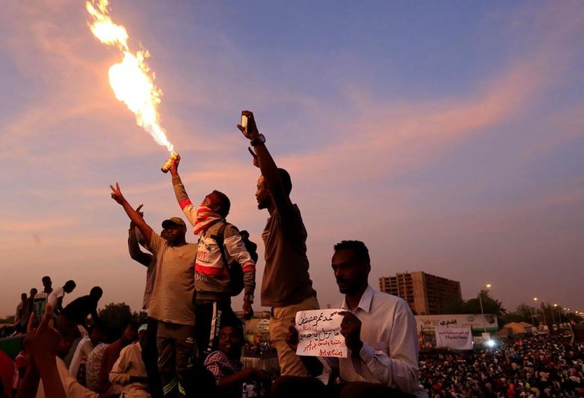 """Tong thong Bashir bi """"lat do"""", vi sao dan Sudan van bieu tinh?-Hinh-3"""