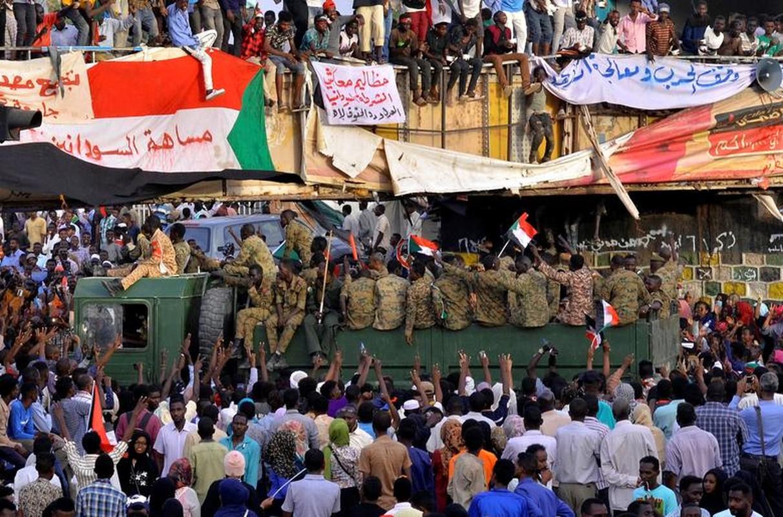 """Tong thong Bashir bi """"lat do"""", vi sao dan Sudan van bieu tinh?-Hinh-5"""