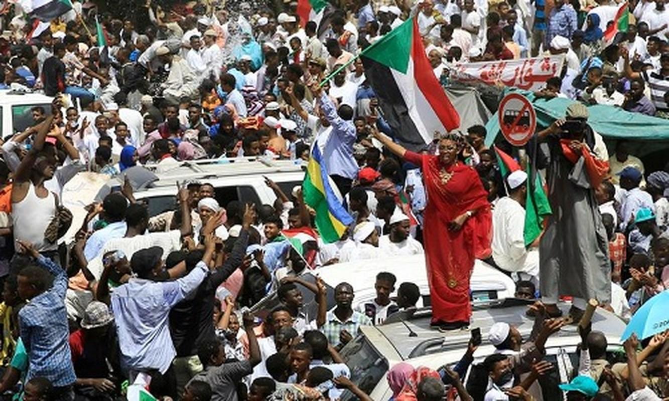 """Tong thong Bashir bi """"lat do"""", vi sao dan Sudan van bieu tinh?-Hinh-8"""