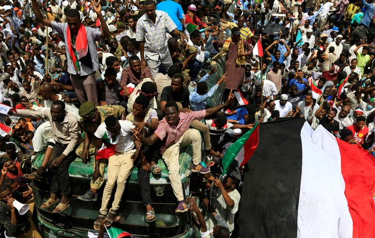 """Tong thong Bashir bi """"lat do"""", vi sao dan Sudan van bieu tinh?-Hinh-9"""