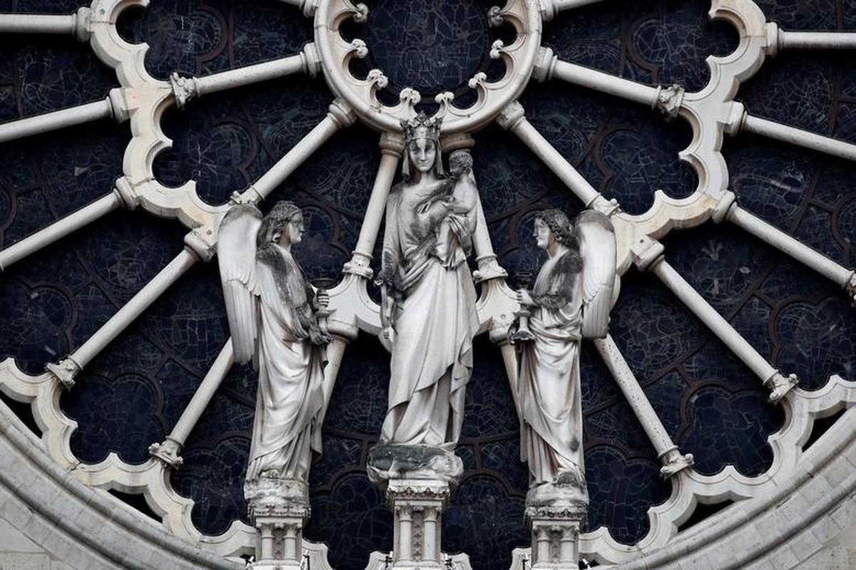 Tan hoang ben trong Nha tho Duc Ba Paris sau vu chay kinh hoang-Hinh-11