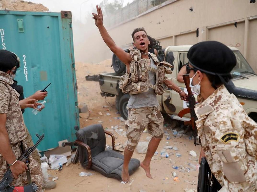 Chien su ac liet tai Tripoli: Hai thang chim trong khoi lua-Hinh-10
