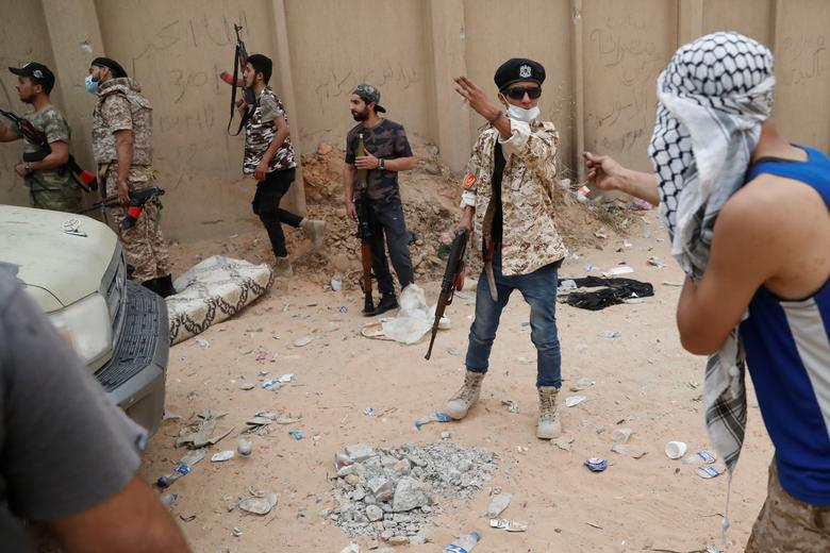 Chien su ac liet tai Tripoli: Hai thang chim trong khoi lua-Hinh-6