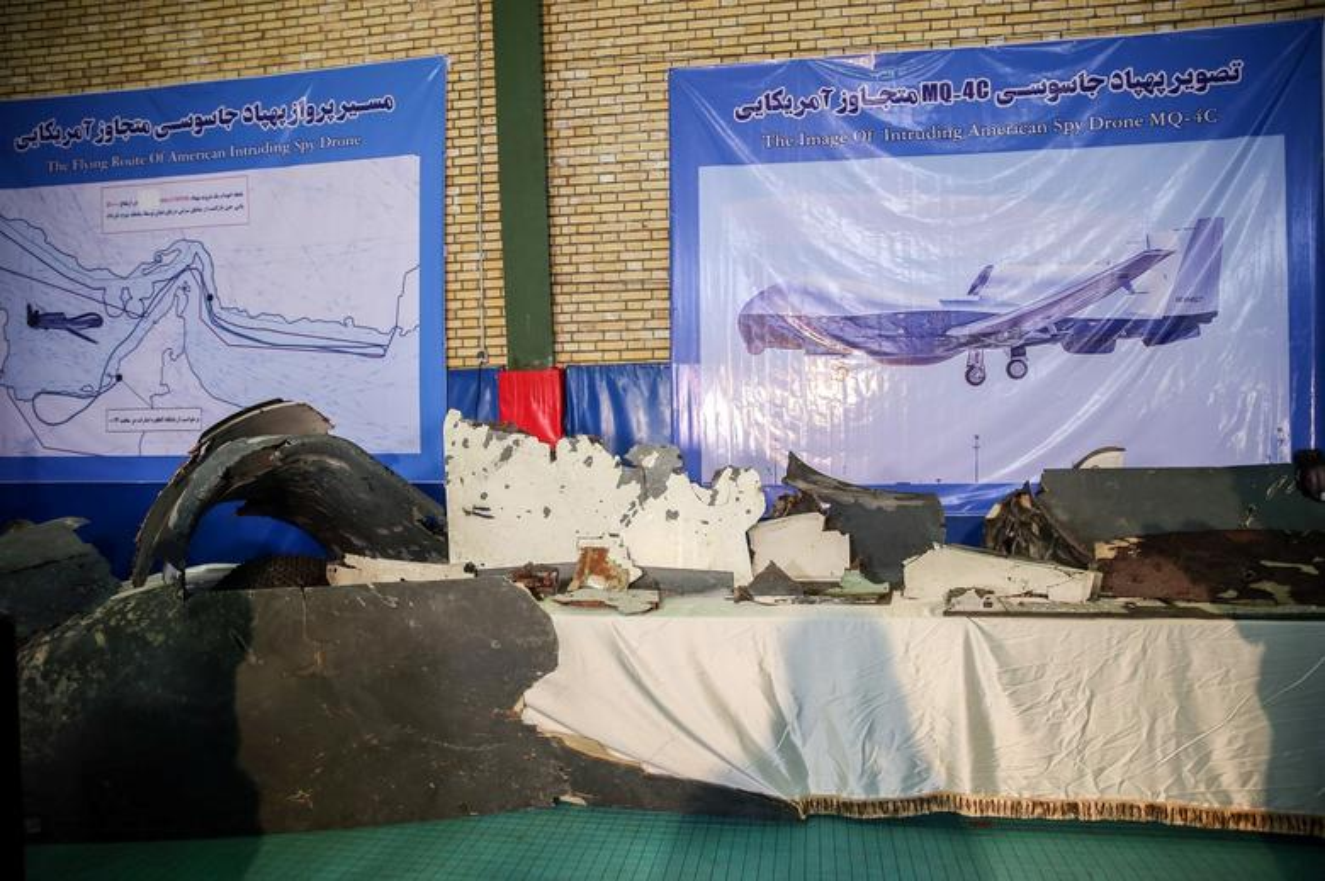 Can canh manh vo UAV My duoc Iran trung bay-Hinh-2