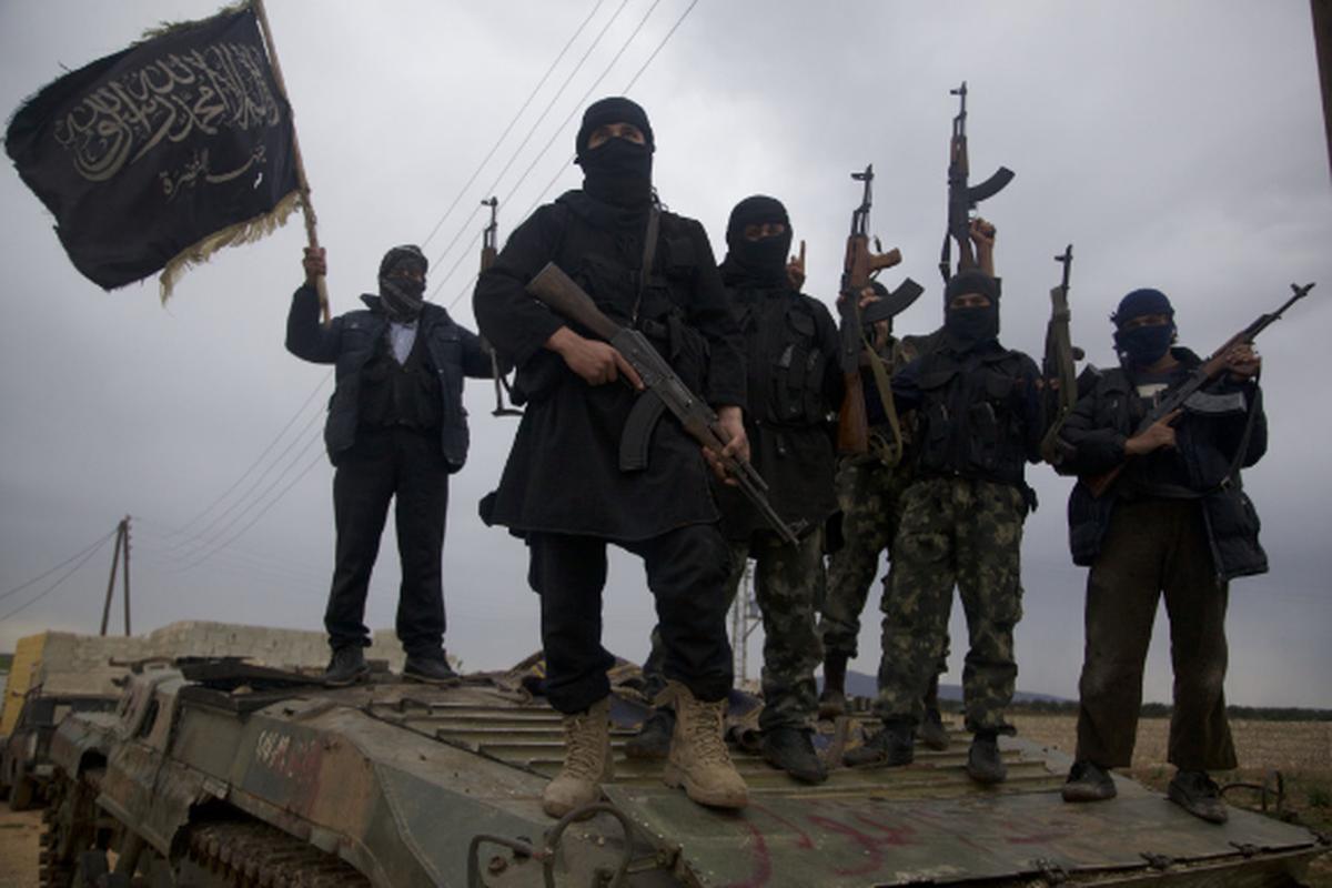 Khung bo danh up, tan sat binh si Syria tren chien truong Idlib-Hinh-3