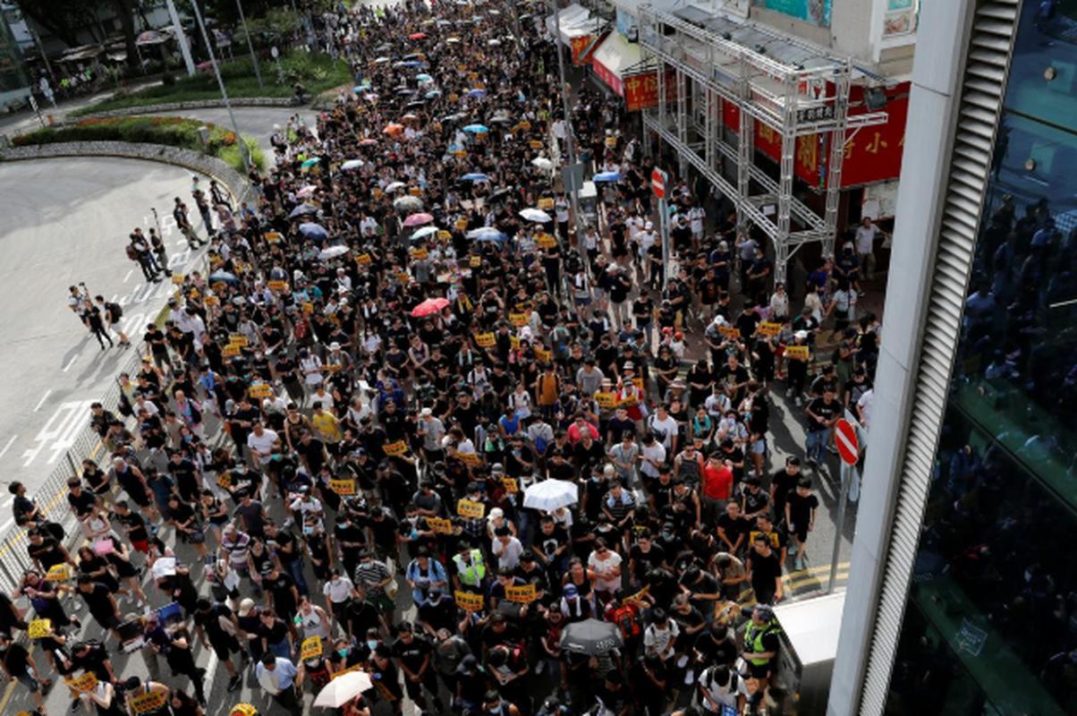 Vi sao nguoi bieu tinh Hong Kong lai dung do canh sat?