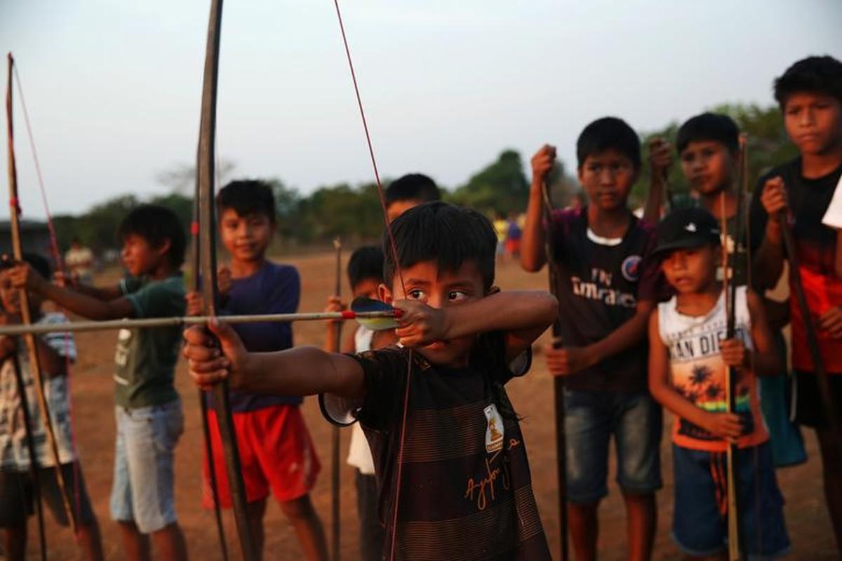 Khon kho cuoc song bo lac Amazon vi chay rung du doi-Hinh-14