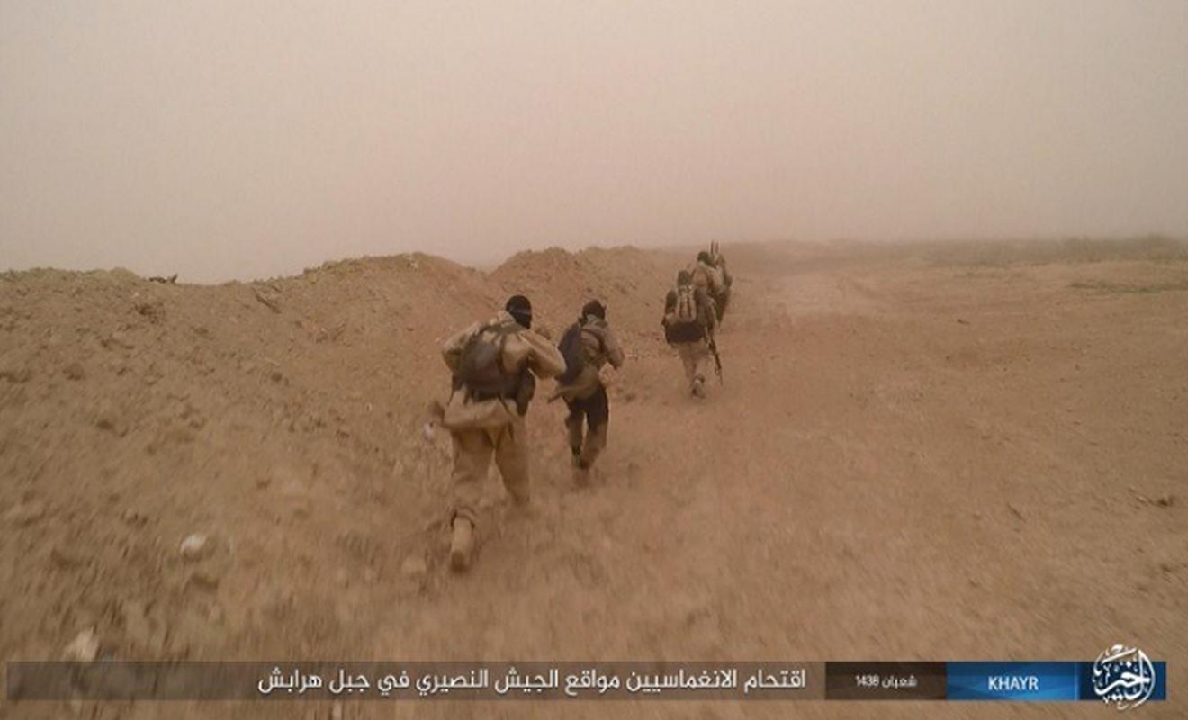 """Khung bo IS """"chet nhu nga ra"""" tren chien truong Syria vi...lieu-Hinh-3"""