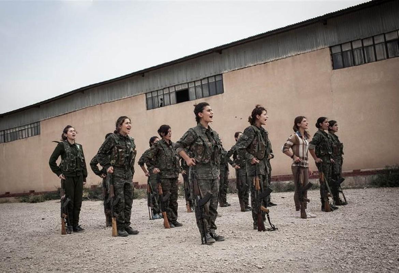 """Ngam trom"" ve dep cac nu binh nguoi Kurd tren chien truong-Hinh-10"