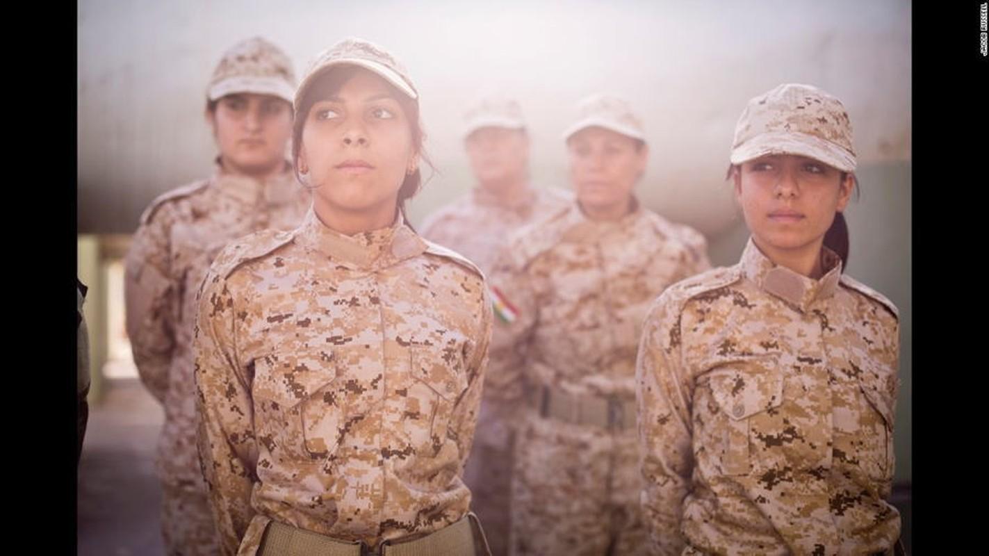 """Ngam trom"" ve dep cac nu binh nguoi Kurd tren chien truong-Hinh-9"