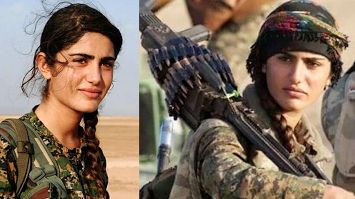 """Ngam trom"" ve dep cac nu binh nguoi Kurd tren chien truong"