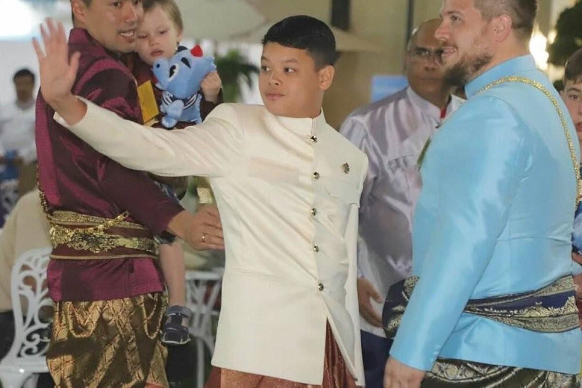 Cuoc song Hoang tu Thai Lan 14 tuoi khien ai cung ngo ngang-Hinh-2
