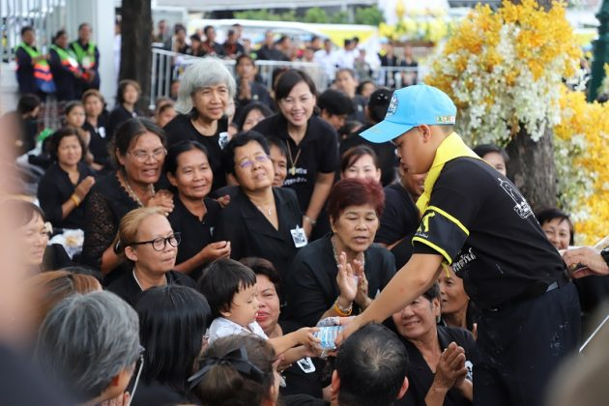 Cuoc song Hoang tu Thai Lan 14 tuoi khien ai cung ngo ngang-Hinh-9