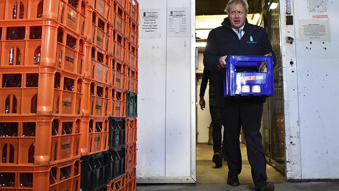 Anh: Thu tuong Anh Boris Johnson dich than di giao sua truoc tong tuyen cu-Hinh-18