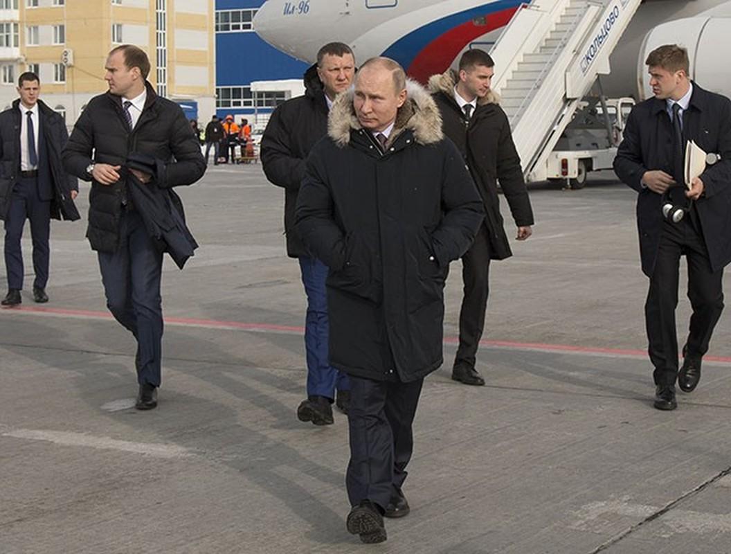 Hinh anh Tong thong Nga Putin o Paris gay ngac nhien-Hinh-10