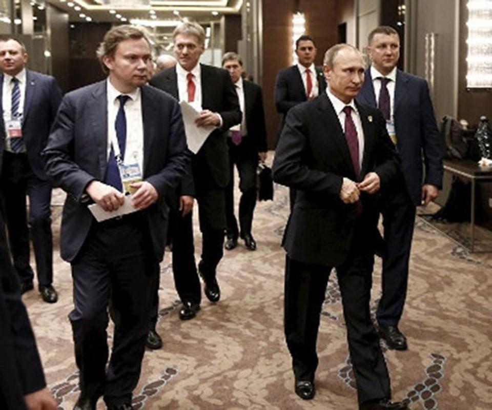 Hinh anh Tong thong Nga Putin o Paris gay ngac nhien-Hinh-12