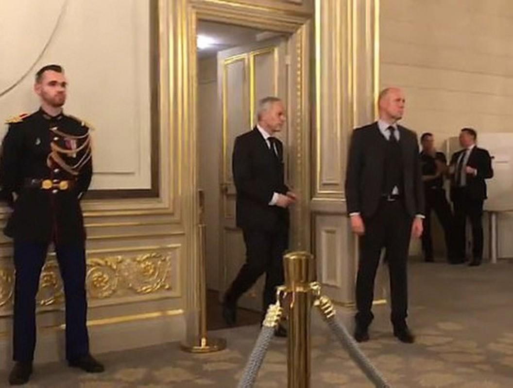Hinh anh Tong thong Nga Putin o Paris gay ngac nhien-Hinh-3