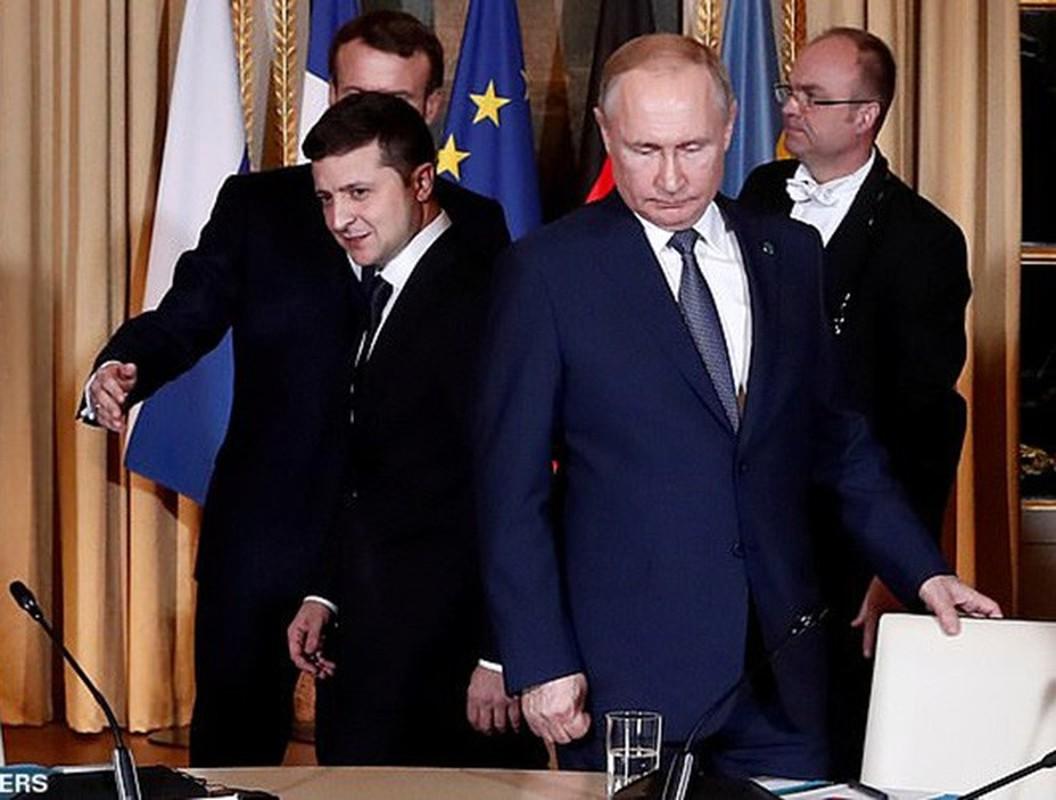 Hinh anh Tong thong Nga Putin o Paris gay ngac nhien-Hinh-5