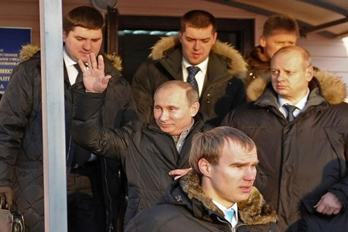 Hinh anh Tong thong Nga Putin o Paris gay ngac nhien-Hinh-7