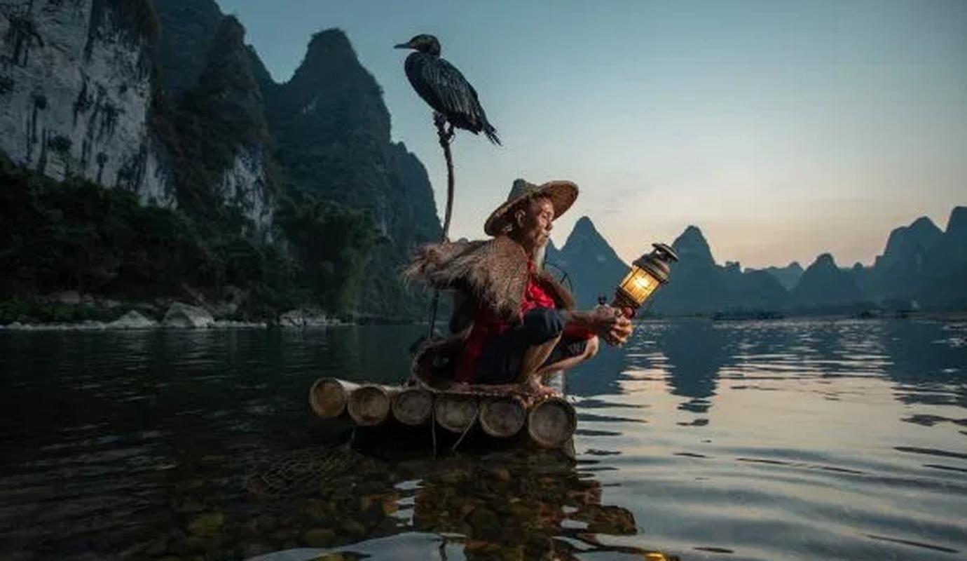 Ngoan muc canh ngu dan Trung Quoc danh ca bang chim coc dep nhu tranh ve-Hinh-7