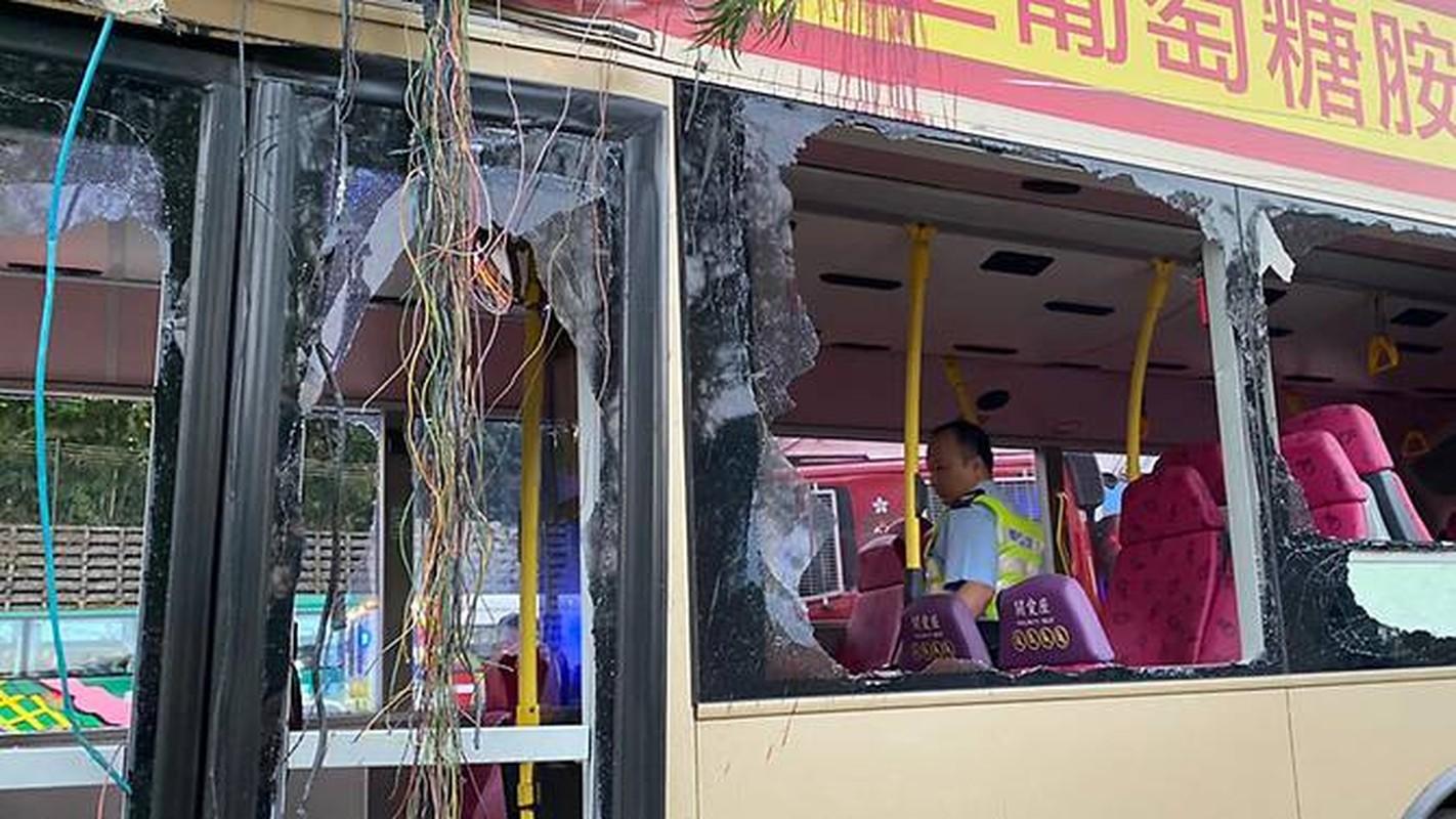 Kinh hoang xe buyt vo nat vi dam vao cay o Hong Kong, nhieu thuong vong-Hinh-6