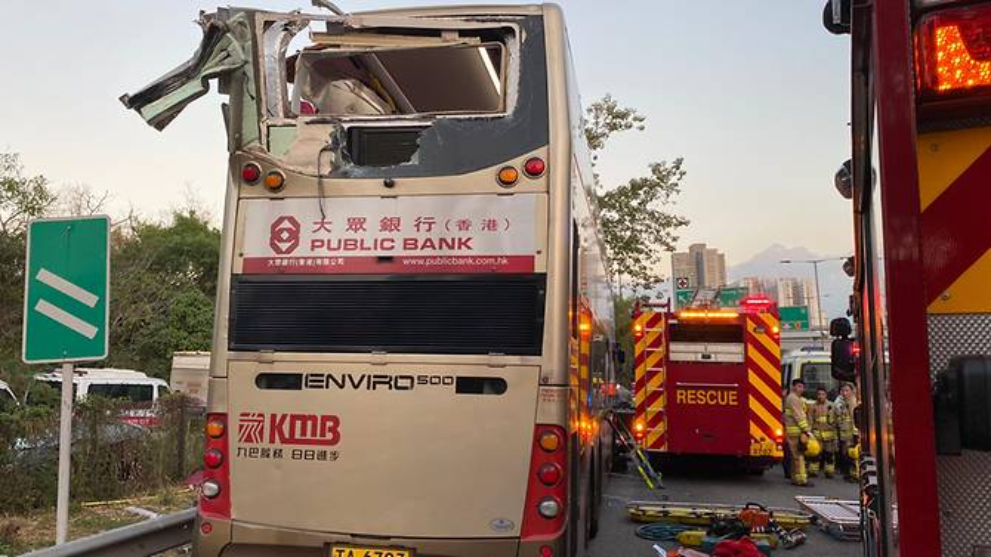 Kinh hoang xe buyt vo nat vi dam vao cay o Hong Kong, nhieu thuong vong-Hinh-7