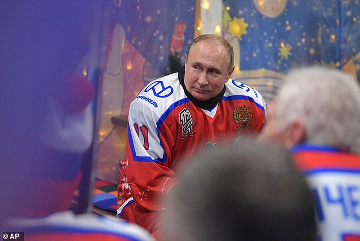 Hinh anh Tong thong Putin tro tai choi khuc con cau, ai cung tram tro-Hinh-4
