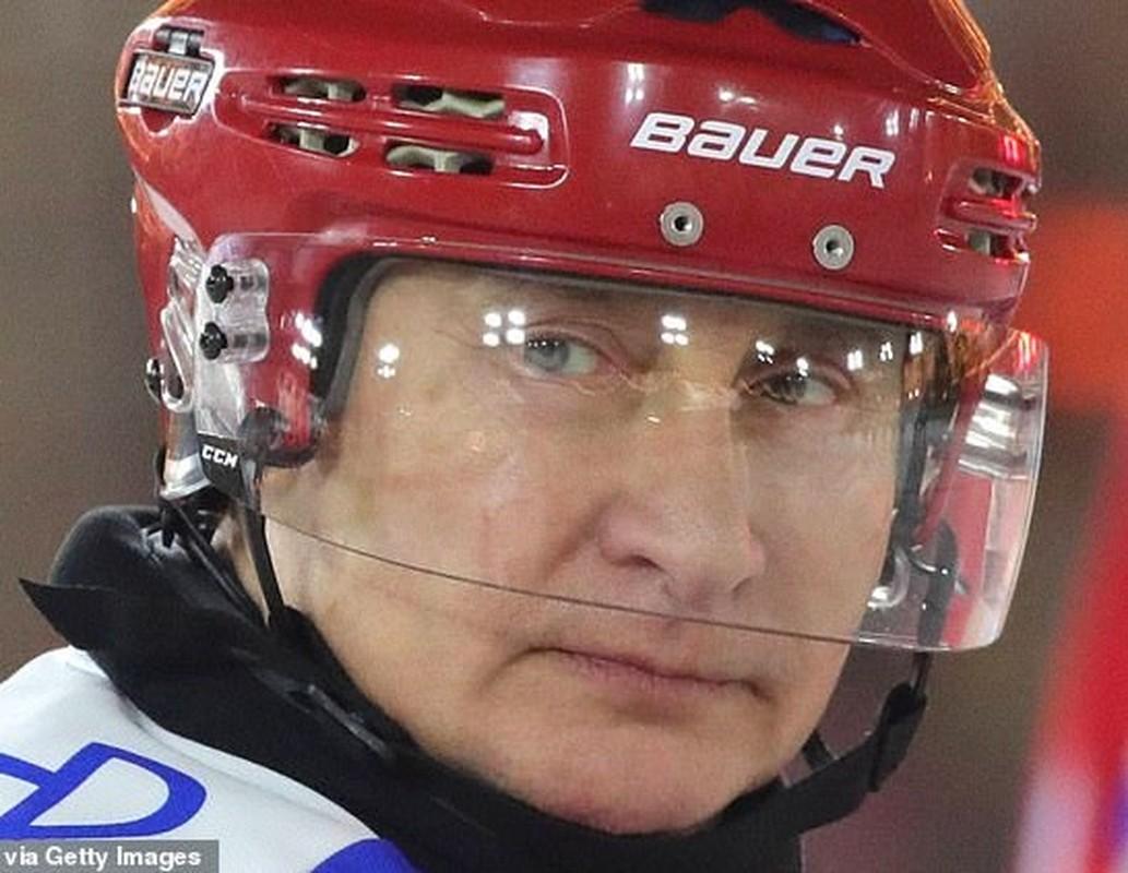 Hinh anh Tong thong Putin tro tai choi khuc con cau, ai cung tram tro