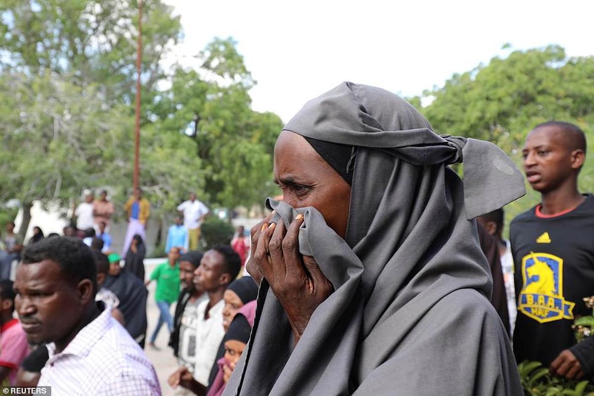 Hai hung hien truong danh bom dam mau o Somalia, hang tram nguoi thuong vong-Hinh-10