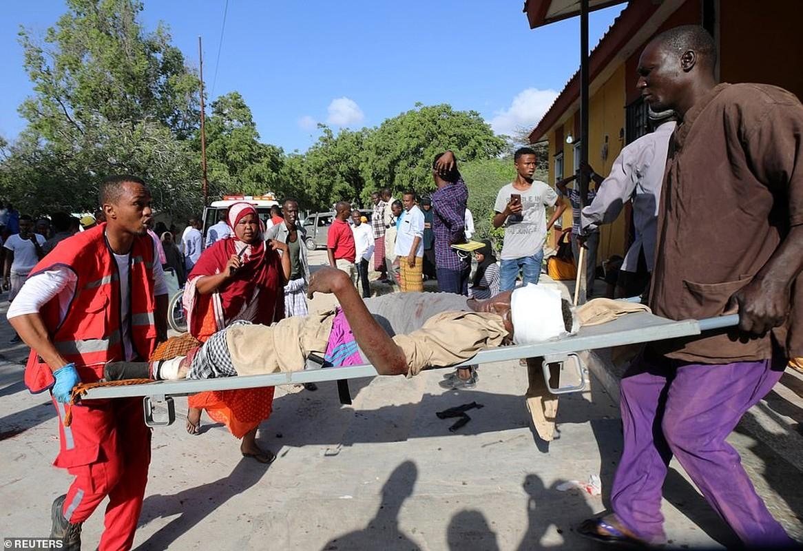 Hai hung hien truong danh bom dam mau o Somalia, hang tram nguoi thuong vong-Hinh-12