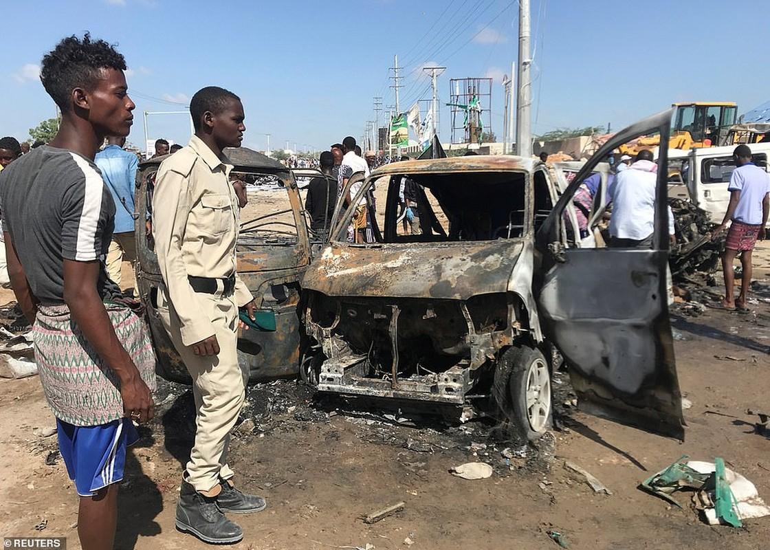 Hai hung hien truong danh bom dam mau o Somalia, hang tram nguoi thuong vong-Hinh-2