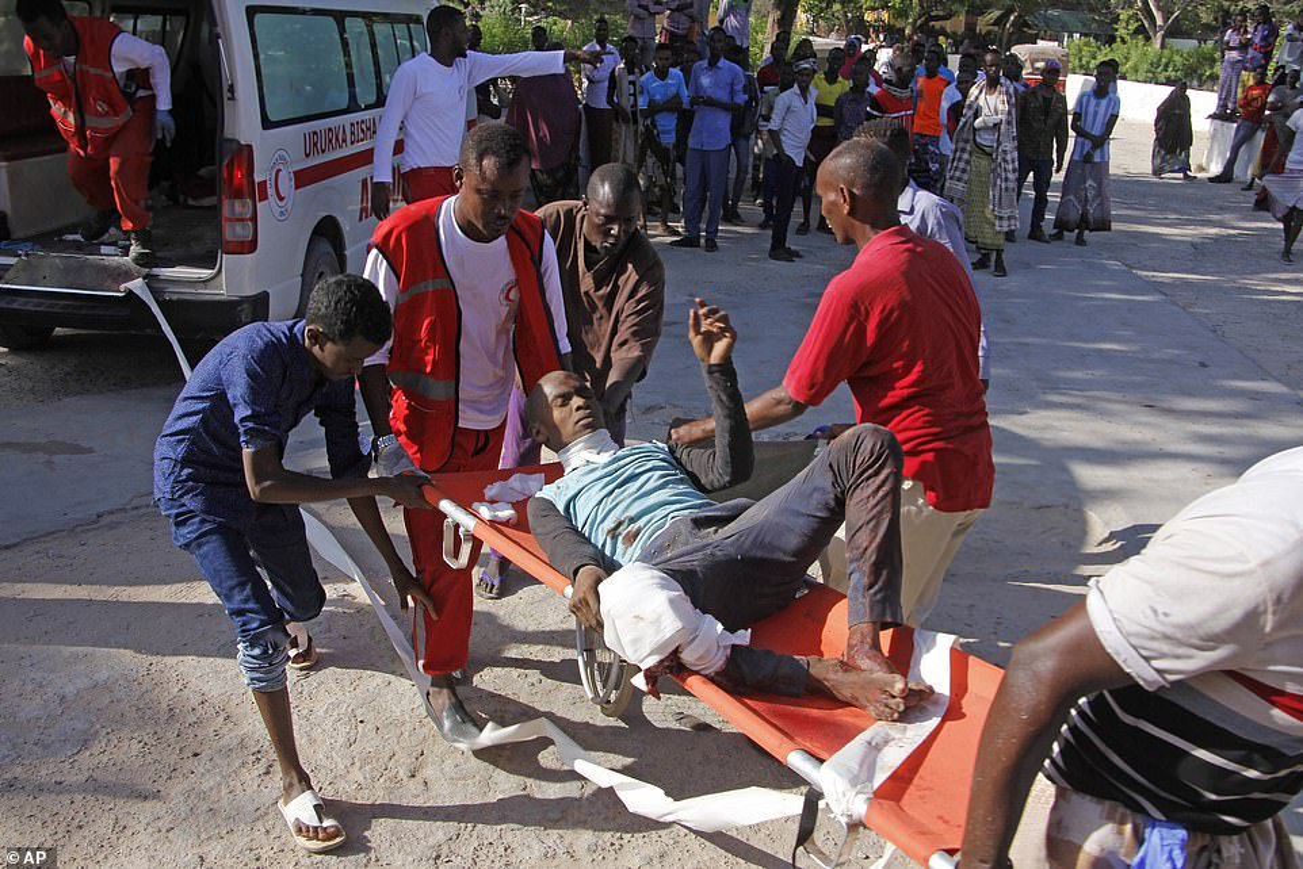 Hai hung hien truong danh bom dam mau o Somalia, hang tram nguoi thuong vong-Hinh-3