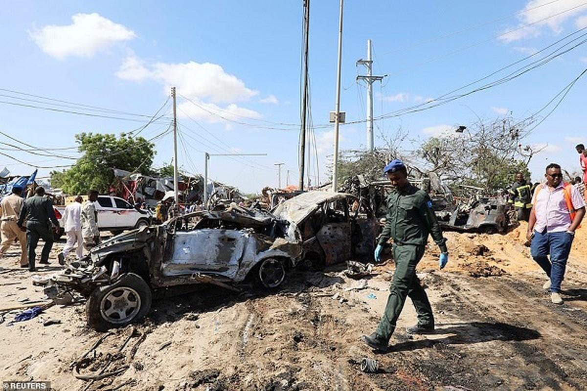 Hai hung hien truong danh bom dam mau o Somalia, hang tram nguoi thuong vong-Hinh-4