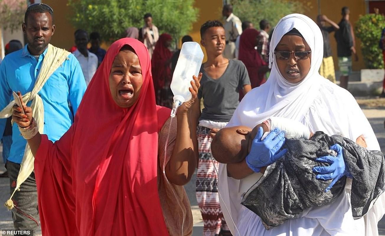 Hai hung hien truong danh bom dam mau o Somalia, hang tram nguoi thuong vong-Hinh-5