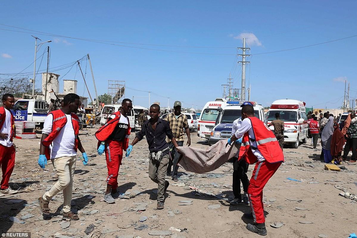 Hai hung hien truong danh bom dam mau o Somalia, hang tram nguoi thuong vong