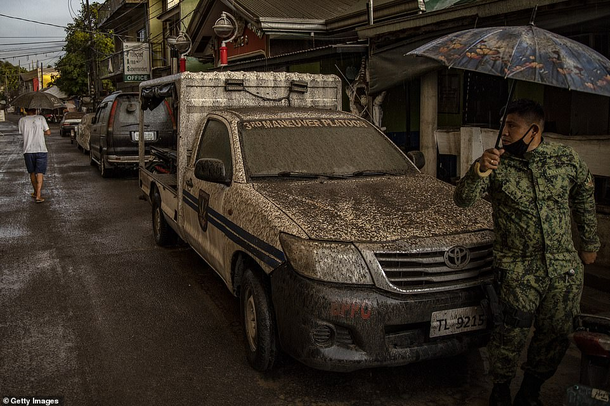 "Hai hung canh nui lua ""thuc giac"" o Philippines, 6.000 nguoi voi so tan-Hinh-7"