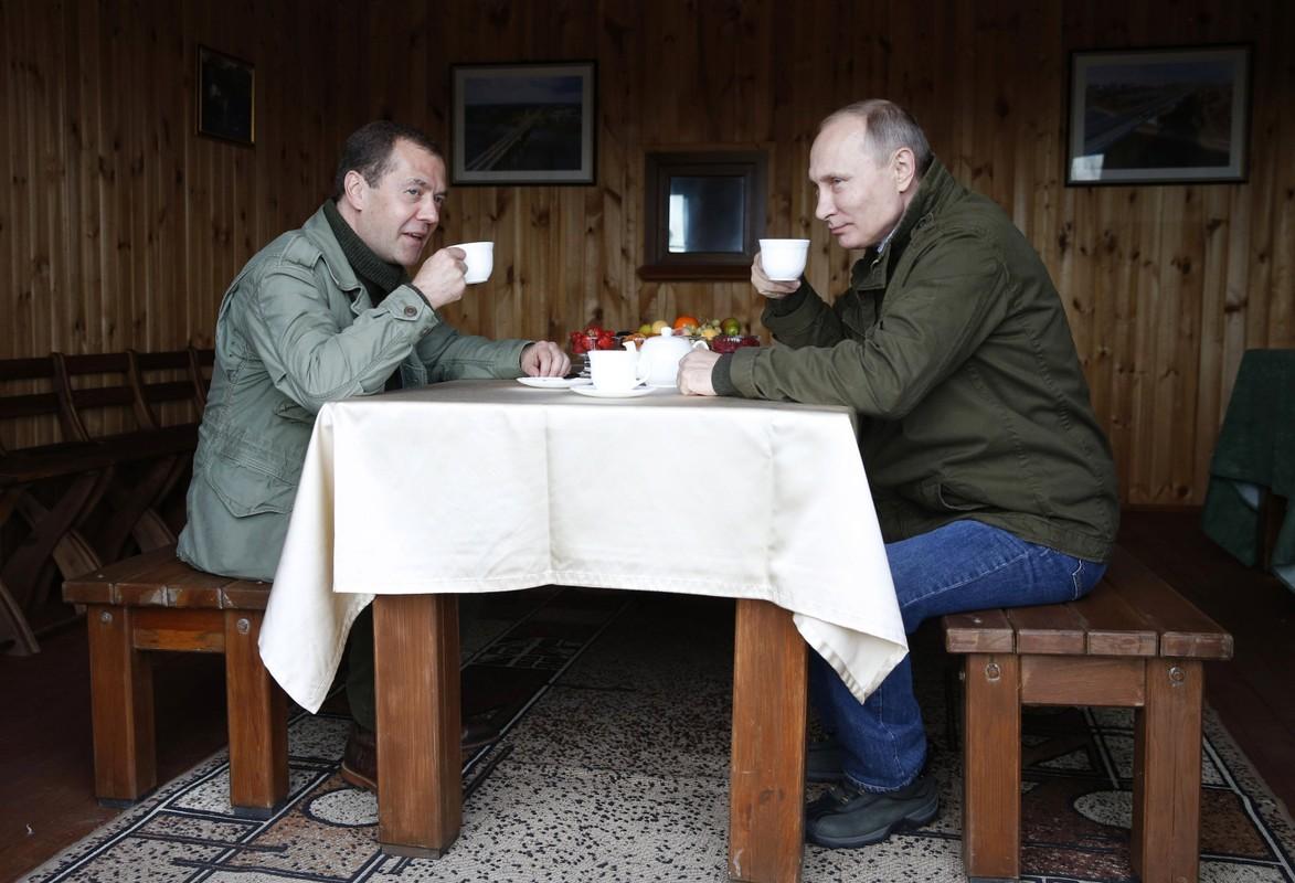Nguong mo tinh chien huu cua Tong thong Nga Putin va cuu Thu tuong Medvedev-Hinh-11