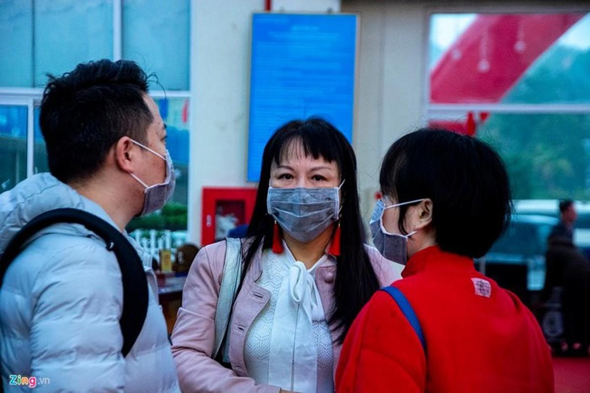 Du khach deo khau trang khi den tham quan vinh Ha Long-Hinh-6