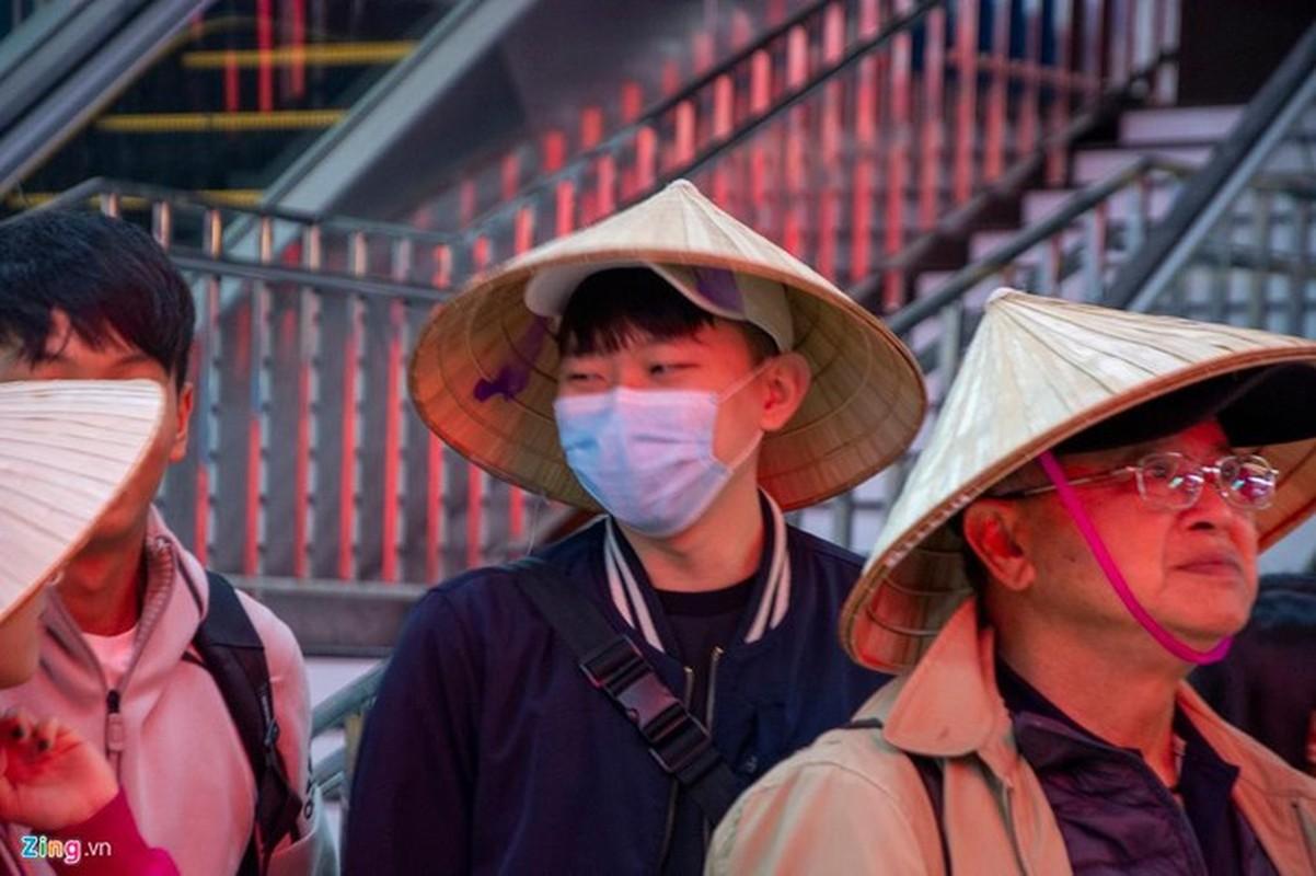 Du khach deo khau trang khi den tham quan vinh Ha Long-Hinh-8