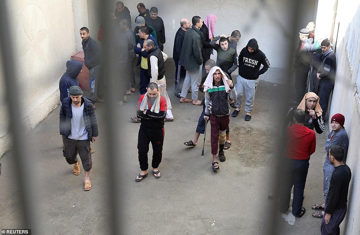 Canh hang nghin tu binh IS nhoi nhet trong nha tu o Syria-Hinh-10