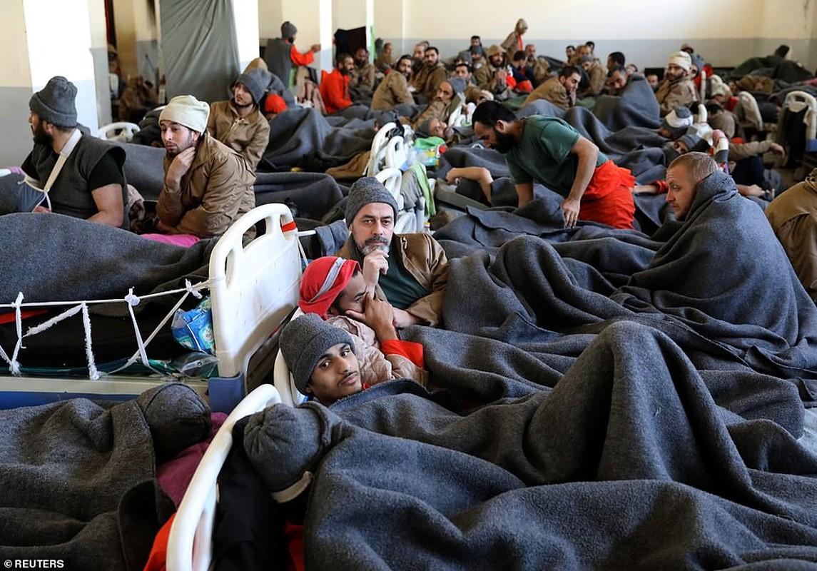 Canh hang nghin tu binh IS nhoi nhet trong nha tu o Syria-Hinh-3