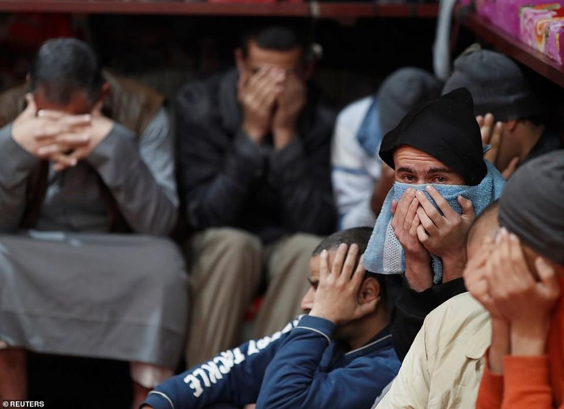 Canh hang nghin tu binh IS nhoi nhet trong nha tu o Syria-Hinh-4