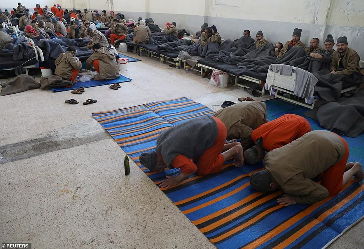 Canh hang nghin tu binh IS nhoi nhet trong nha tu o Syria-Hinh-9