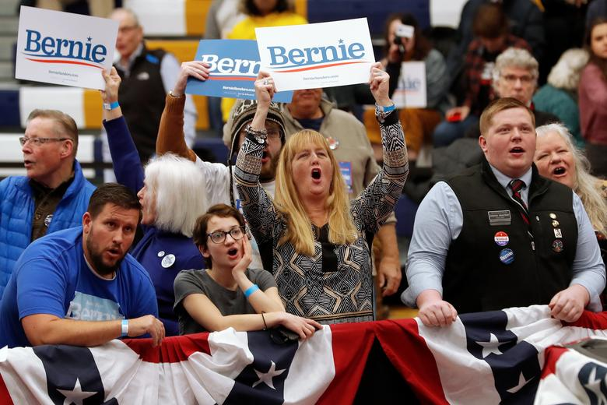 Anh: Ung vien Tong thong My Bernie Sanders thang lon tai New Hampshire-Hinh-9