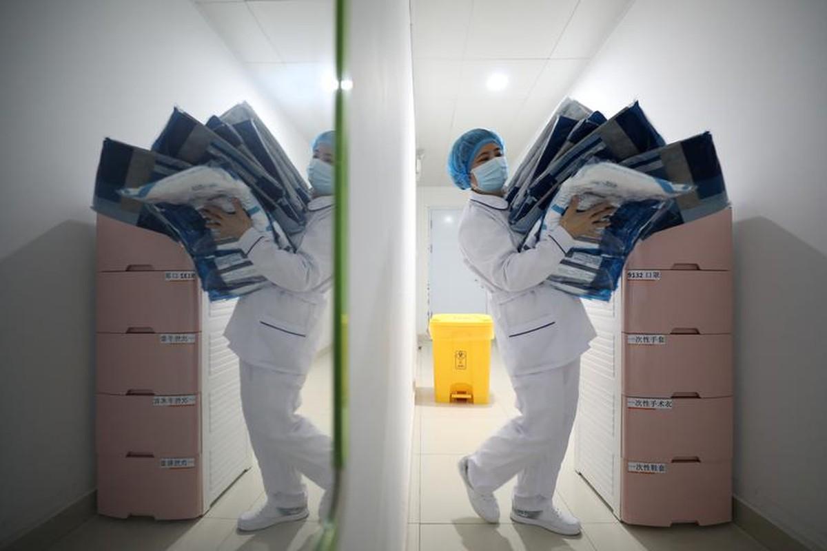Xuc dong hinh anh y bac si Trung Quoc trong cuoc chien chong virus corona-Hinh-8