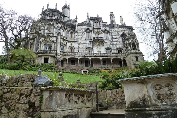 Ngo ngang ve dep lau dai co Quinta Da Regaleira noi tieng the gioi