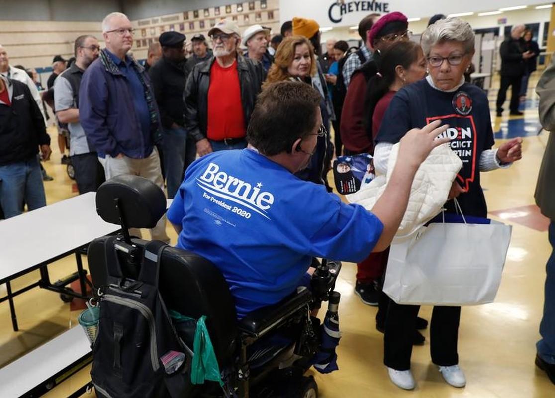Anh: Ung vien Tong thong My Bernie Sanders lai thang lon tai Nevada-Hinh-8